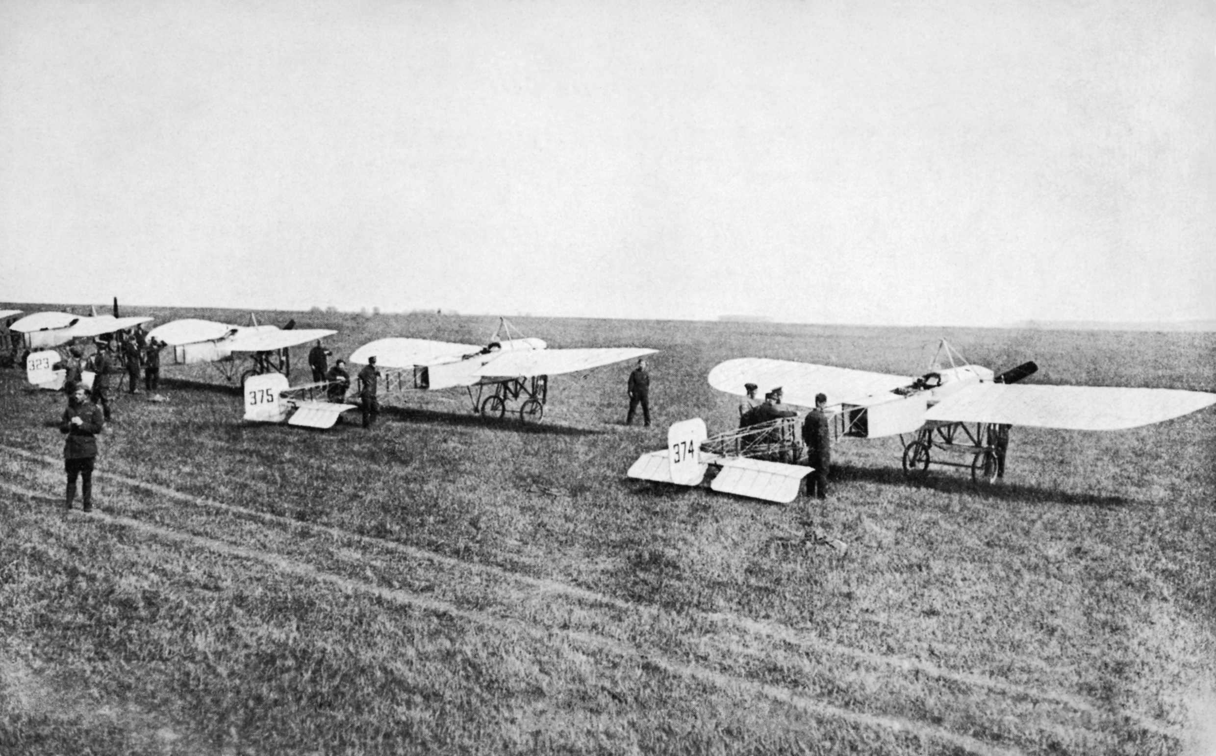 THE ROYAL FLYING CORPS 1912 - 1918, Commercial photograph