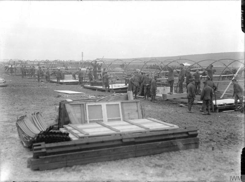 British troops constructing Nissen huts, Fricourt, September 1916 © IWM (Q 1402)